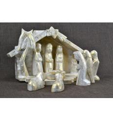 Crèche de Noël en bois et 9 santons. Finition patine dorée.