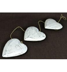 Guirlande décorative coeur bois blanc vieilli patiné. Déco romantique.