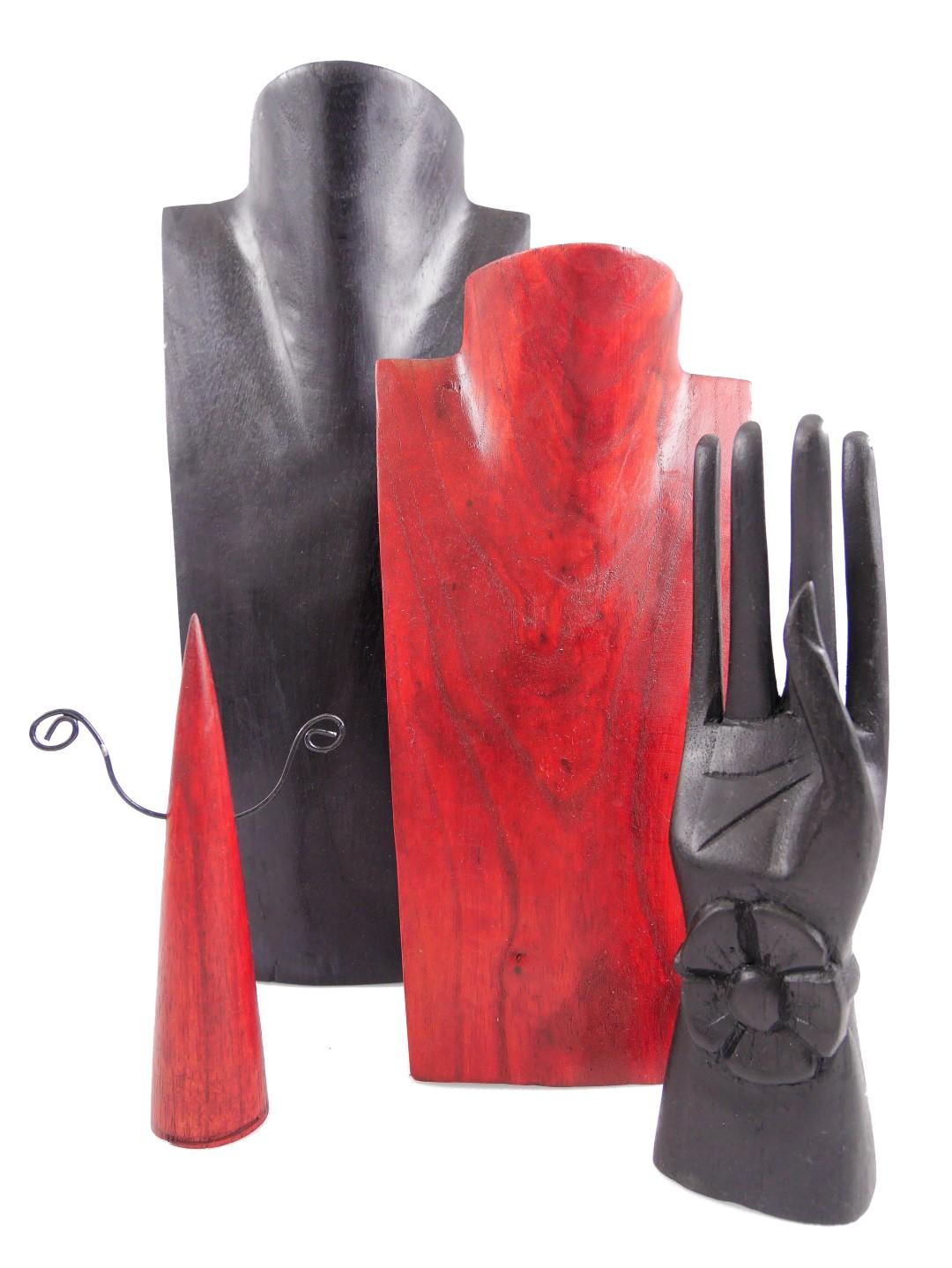 présentoir porte bijoux en bois noir et rouge artisanat coco papaya